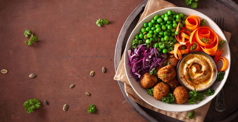 gezonde bowl met falafel