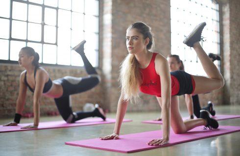 Bij Hot Yoga ga je extreem zwetend je oefeningen door!