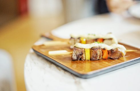 Geniet van deze heerlijke Indonesische tofu saté