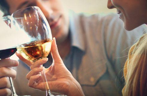Onderzoek: Het drinken van wijn voor het slapen, helpt afvallen!