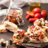Recept: aubergineschotel met parmezaanse kaas en tomatensaus