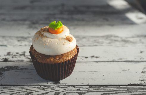Heerlijke vegan carrot cake muffins met rozijnen