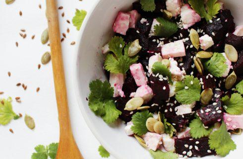 Kleurrijke quinoa salade met biet, feta en munt