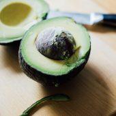 Vegetarische spinazie avocado sandwich