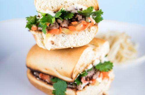 Voor een warme lunch: broodje met vegetarisch gehakt