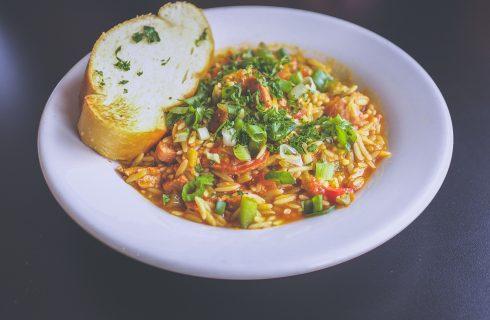 Gevulde maaltijdsoep met rijst en veel groenten