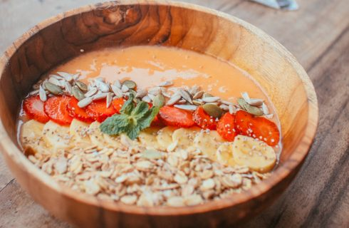 Gezonde mango smoothie bowl