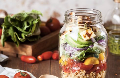 Easy salad in a jar to go