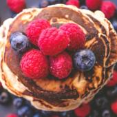 Recept: gezonde quinoa pannenkoekjes om je vingers bij af te likken