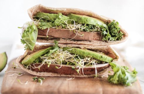 Broodje geitenkaas met alfalfa: lekker voor de lunch