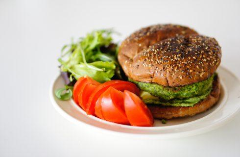 Vegetarische kikkererwten groente burger om je tanden in te zetten