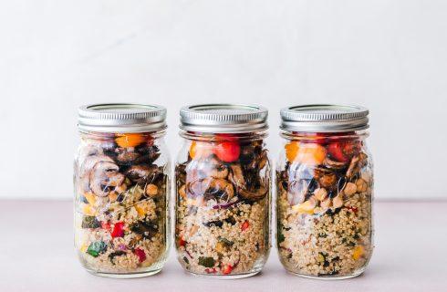 Voorjaarssalade: Quinoa met gewokte groenten in a jar