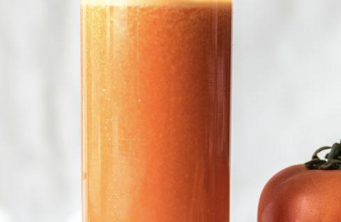 Een frisse lente juice: tomaten wortelsap