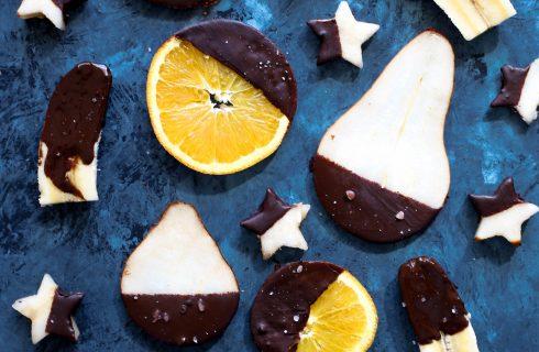 Vers fruit gedoopt in pure chocolade: lekker als snack