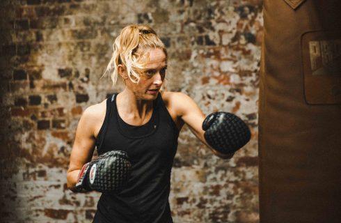 Waarom steeds meer vrouwen kiezen voor boksen