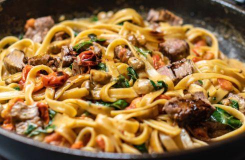 Lekker recept: Tagliatelle met biefstuk en champignons