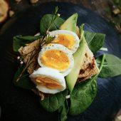 Vegetarische ovenschotel met pompoen, feta en granaatappel
