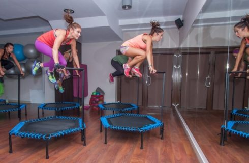 Jumping Fitness: Strakke billen door te springen!