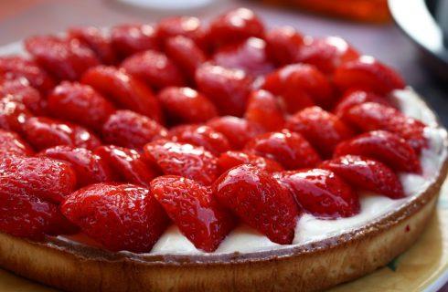 Verras vrienden en familie met deze zomerse vegan taart