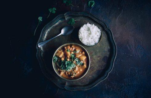 Indische vegetarische curry met naan