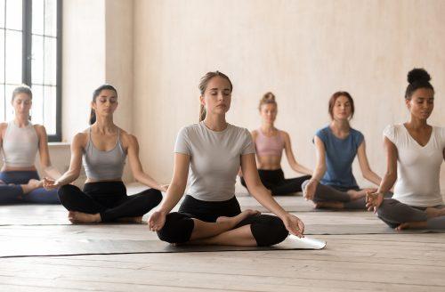 Dit zijn de verschillende yogastijlen uitgelegd