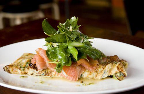 Omelet met zalm: eiwitrijk en vol gezonde vetten