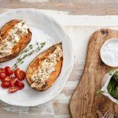 Lekker: kruidig gevulde tomaten met quinoa