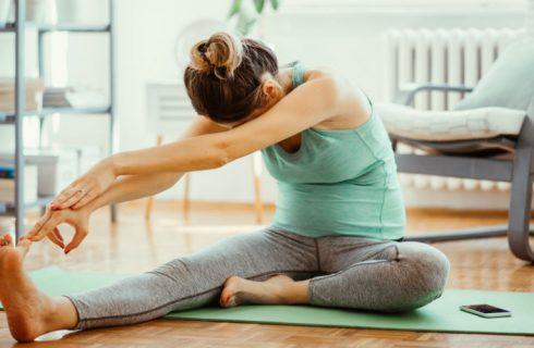 5 eenvoudige yoga oefeningen voor thuis