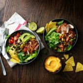 Recept: crispy chicken & bloemkool fajita bowl
