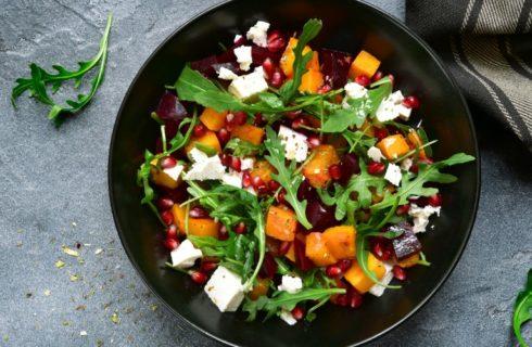 Herfstige salade met geitenkaas, pompoen en walnoten