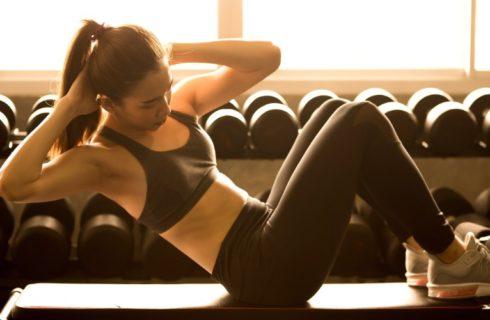 5 effectieve oefeningen om in no time een strakke buik te krijgen!