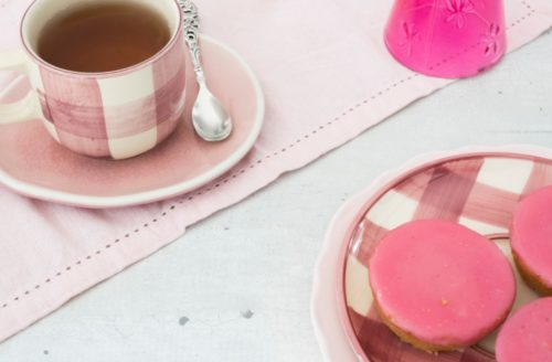 Verwen je moeder met deze heerlijke zelfgemaakte vegan roze koeken!