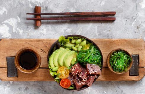 Recept: Makkelijke poké bowl met gemarineerde tonijn