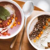 Recept: vegan wentelteefjes met aardbeien en bosbessen