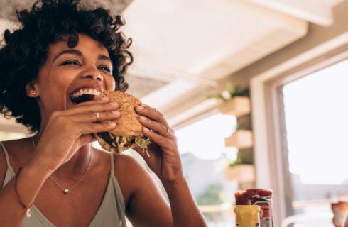 Heb jij vaak last van een hongerig gevoel? Dit zijn de 6 oorzaken