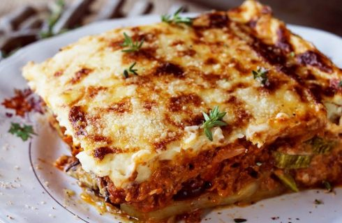 Deze vegetarische Moussaka is nét zo lekker als het traditionele recept