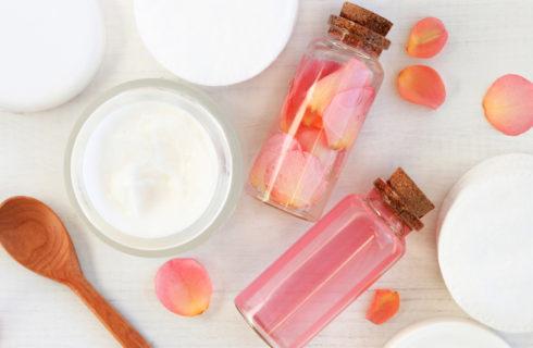 Dit zijn de voordelen van rozenwater voor je gezicht