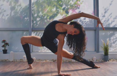 In stijl naar yoga? Dat doe je met deze mooie yogakleding