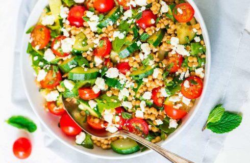 Heerlijk frisse couscous lunch salade met mango en munt