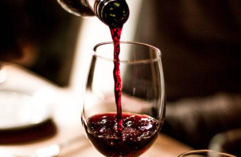 Zo voorkom je blauwe tanden na het drinken van rode wijn
