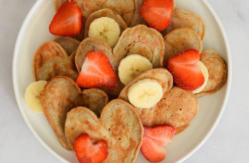 Recept: Moederdag hartjespannenkoeken met fruit