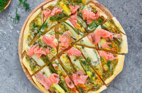 Recept: flammkuchen met witte asperges en zalm