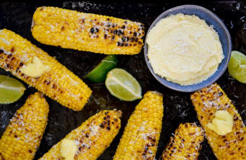 Recept: maïskolven met knoflook-Parmezaanboter
