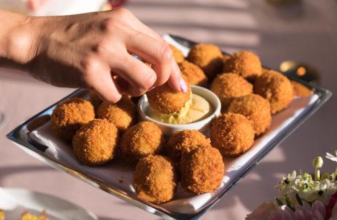 Zijn bitterballen uit de oven écht gezonder dan uit de frituur?