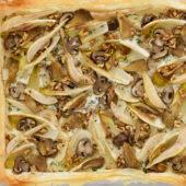 Recept: plaattaart met pompoen, rucola en rode ui