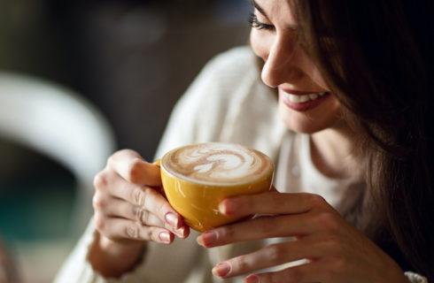 Ben jij verslaafd aan koffie? Dit zijn de signalen