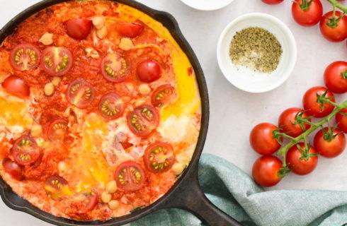 Recept: shakshuka met tomaten-paprikasaus