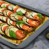 Recept: ratatouille plaattaart met zelfgemaakte pesto
