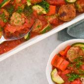 Recept: kruidige kipgehaktballetjes in tomatensaus