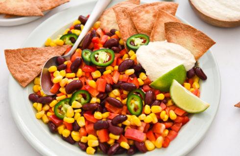 Recept: tortillabowl met mais en zelfgemaakte tortillachips